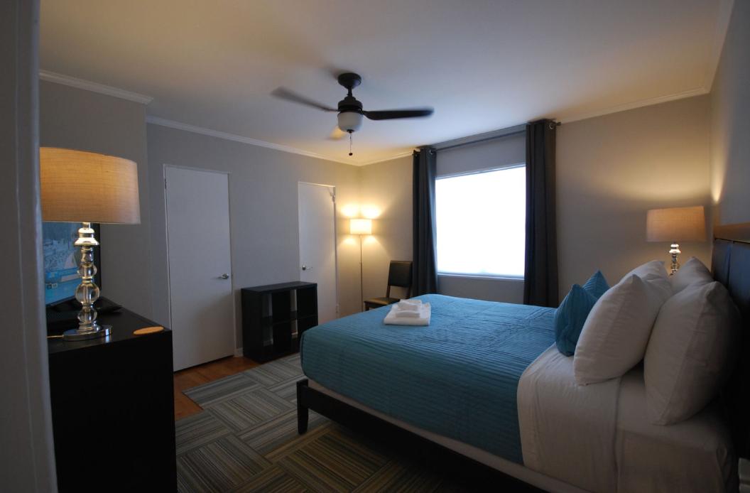 15 Standish Avenue NW APT 01A, Atlanta, Georgia, 30309 Vacation Rental Bedroom 866-500-4576